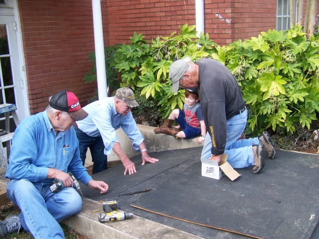 Roy Oliver, Vic Gresset, Eli Cade, and Tom Wasson construct the tomb.